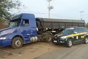 Sobrepeso de carga: PRF apreende veículos no Ceará
